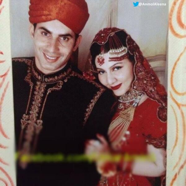 Awesome Photos of Pakistani Cricketers with their Wives on their Wedding Day