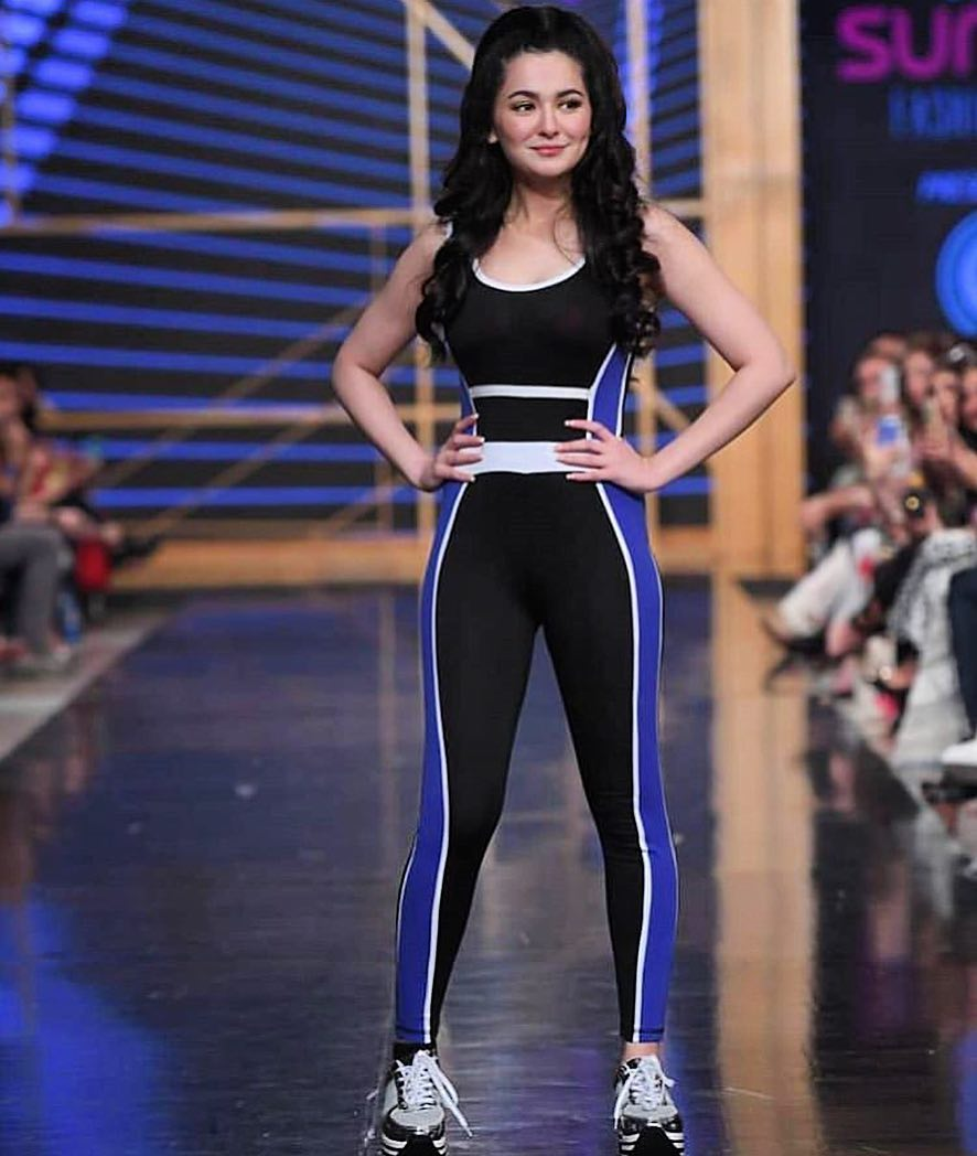 Beautiful Hania Amir Walk on Ramp at PSFW 19