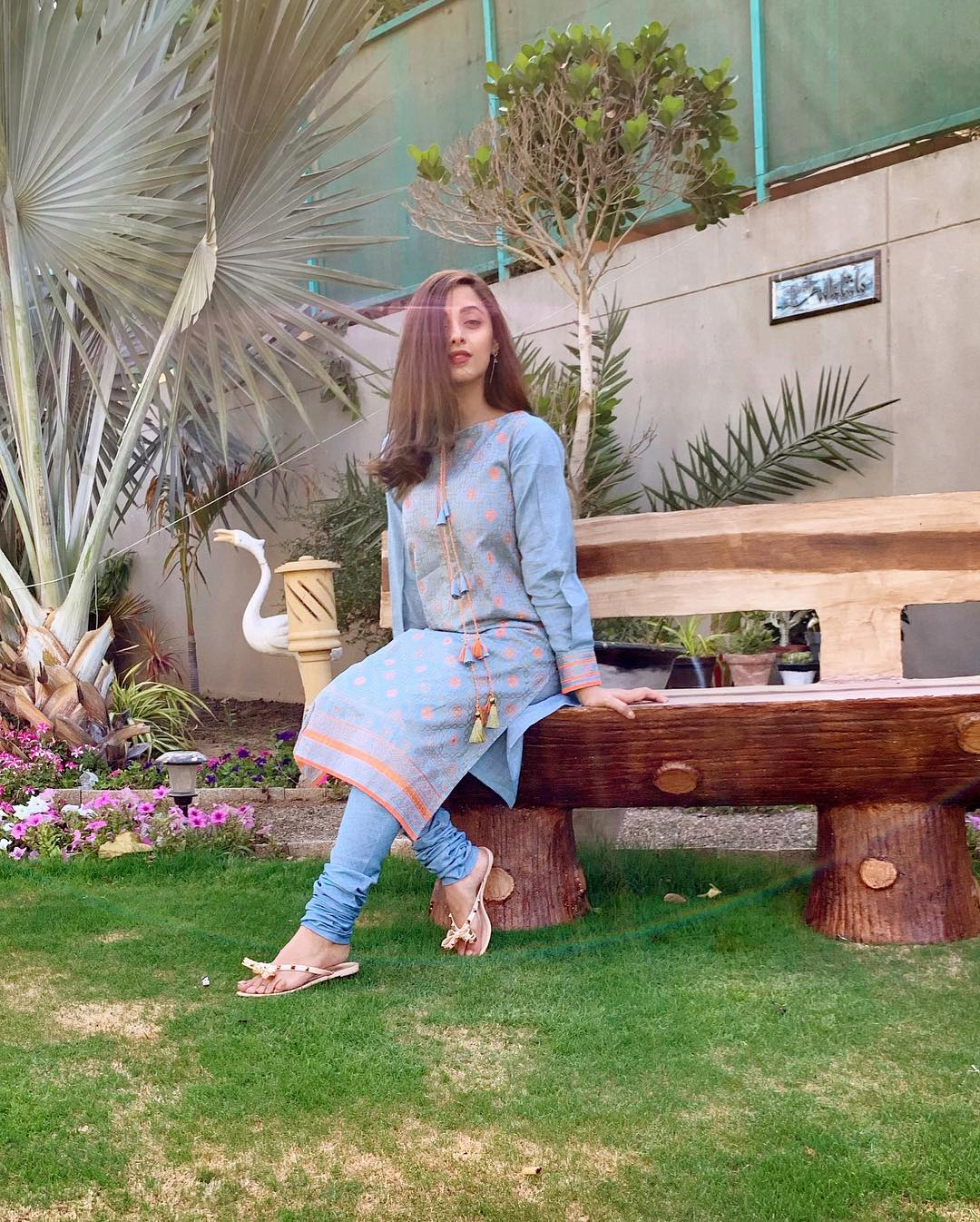 Awesome Sanam Chaudhry on the Set of her Drama Meer Abru