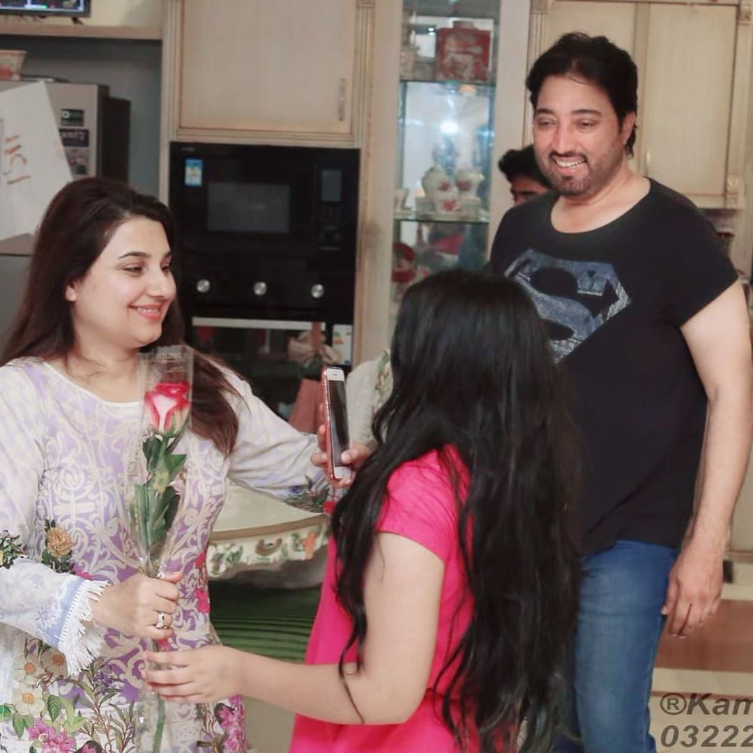 Awesome Photos of Javeria Saud with her Family on Mothers Day