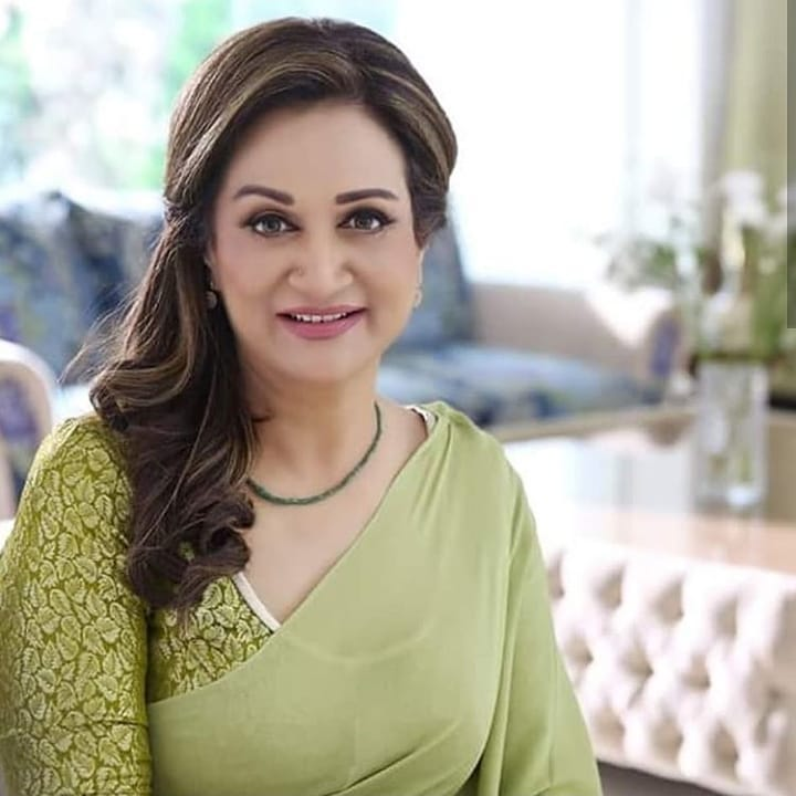 Bushra Ansari Celebrated her Birthday with her Friends and Family