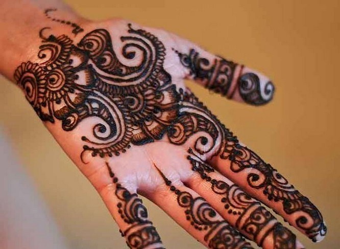 Stylish ELEGANT AND CHARMING EID MEHNDI DESIGNS FOR LADIES For Yr 2019