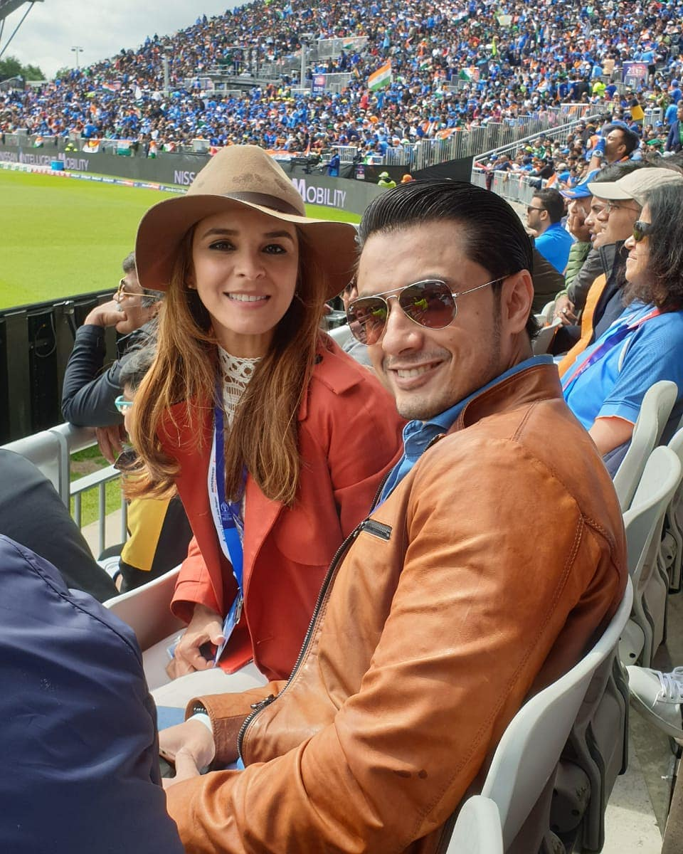 Celebrities Showing Support to Pakistani Cricket Team for Pak – India World Cup Match