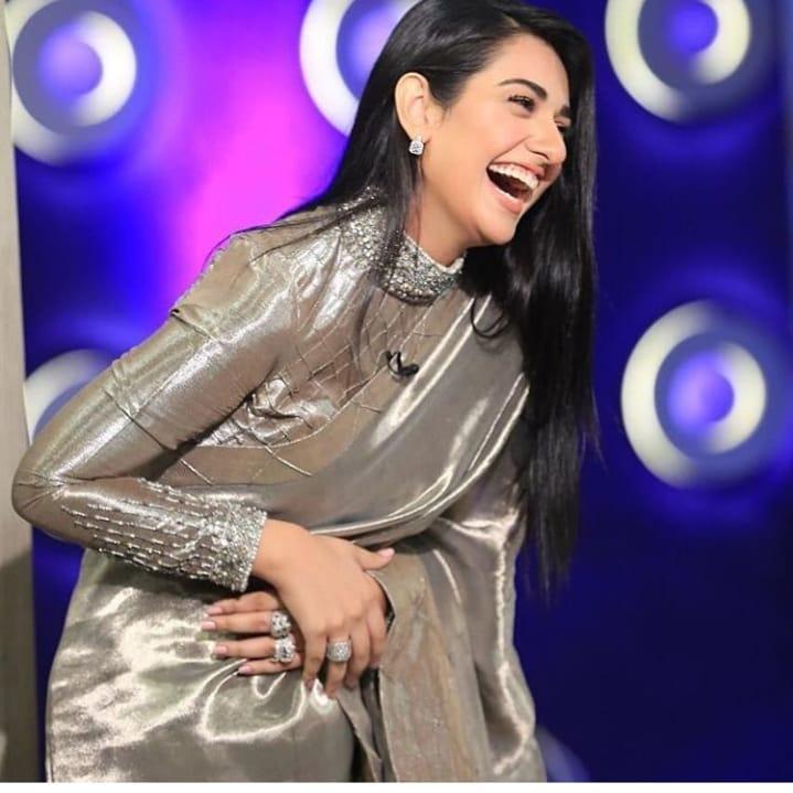 Awesome New Photos of Sarah Khan in Saree