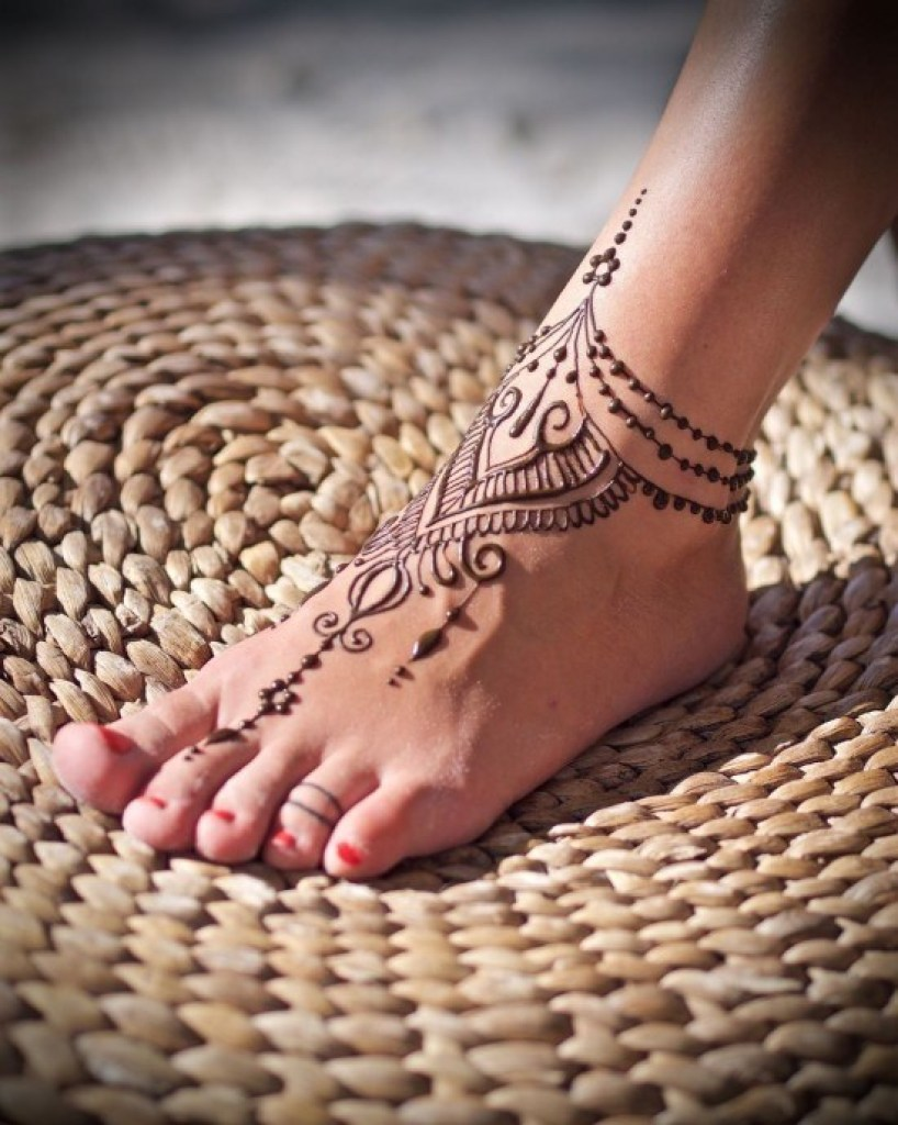 Awesome Indian Girls Mehndi Styles For Hannds, Feet and Arms