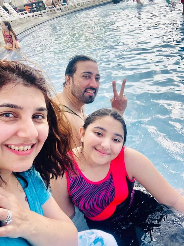 Javeria Saud with Family in USA Having Leisure Time