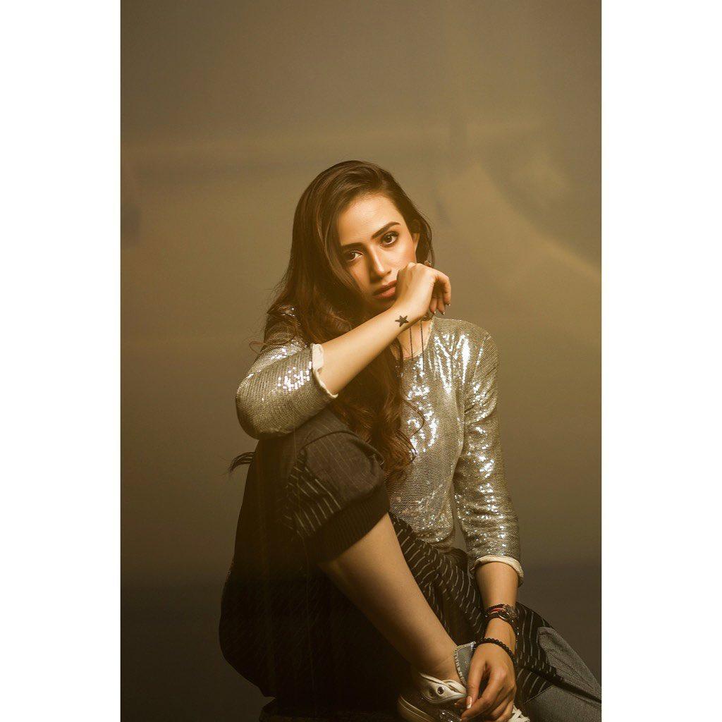 Famous Celebrity Sana Javed Awesome New Photo Shoot