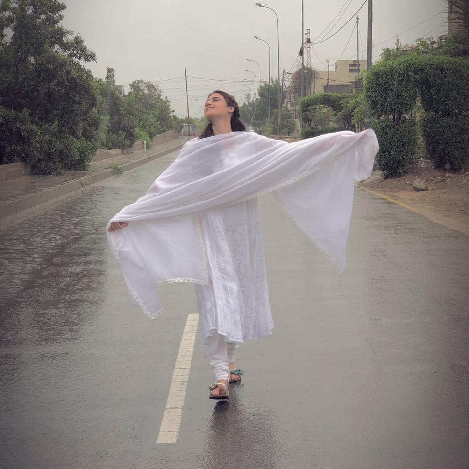 Continues Rain ☔ in Karachi   Celebrities Spotted Enjoying Every Drop of it