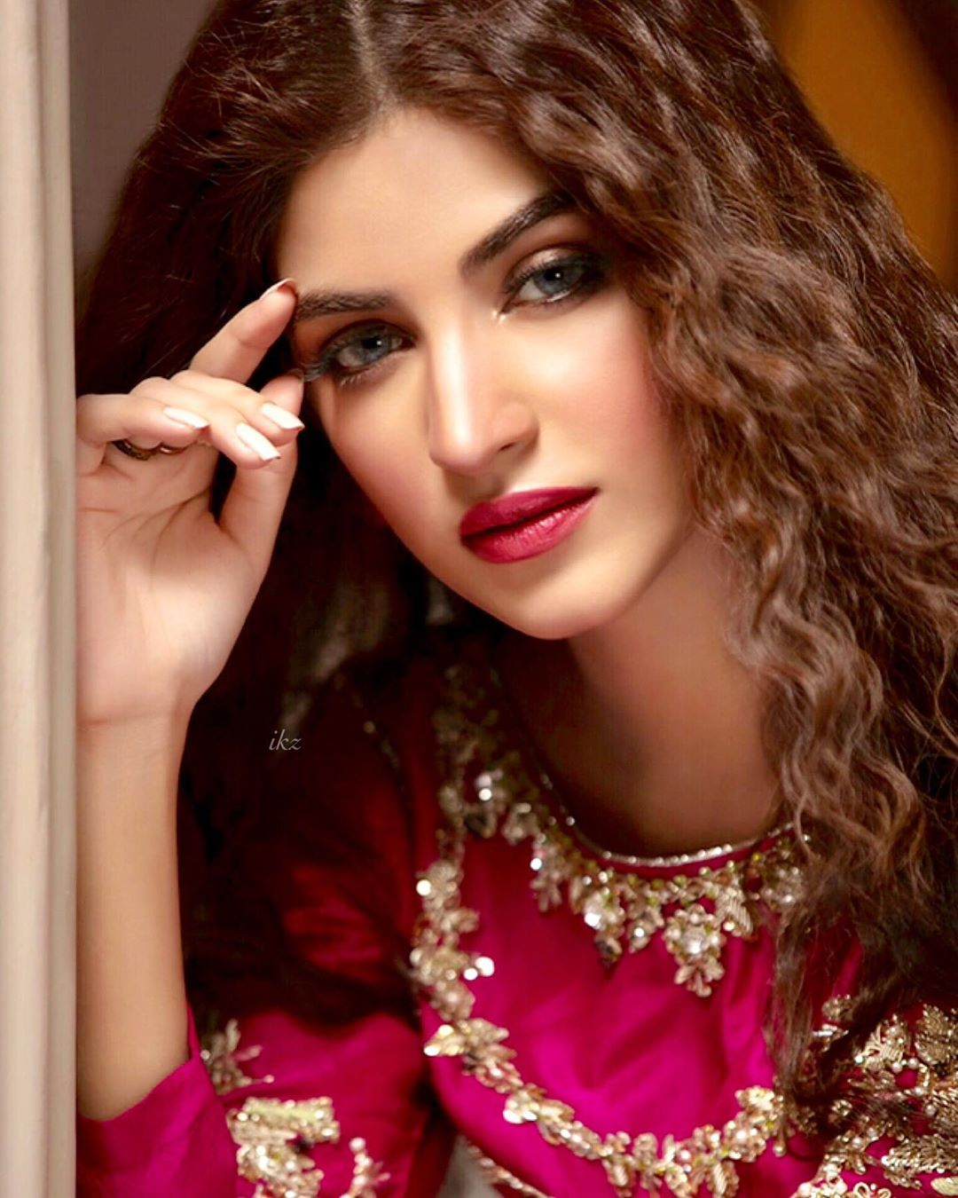 Stunning Pictures of Famous Actress Kinza Hashmi