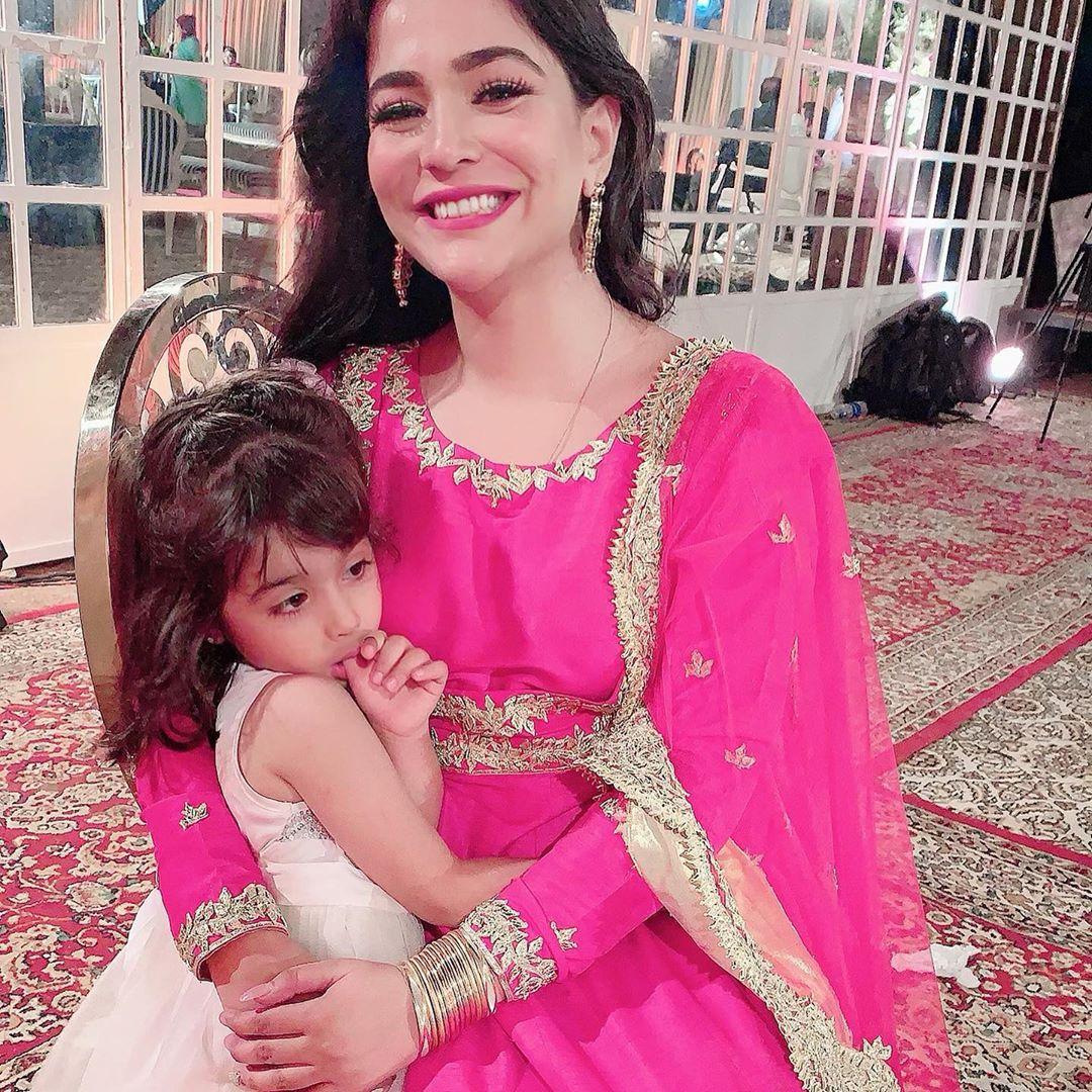 Humaima and Dua Malik Spotted with Their Bhabi Alizeh Feroze