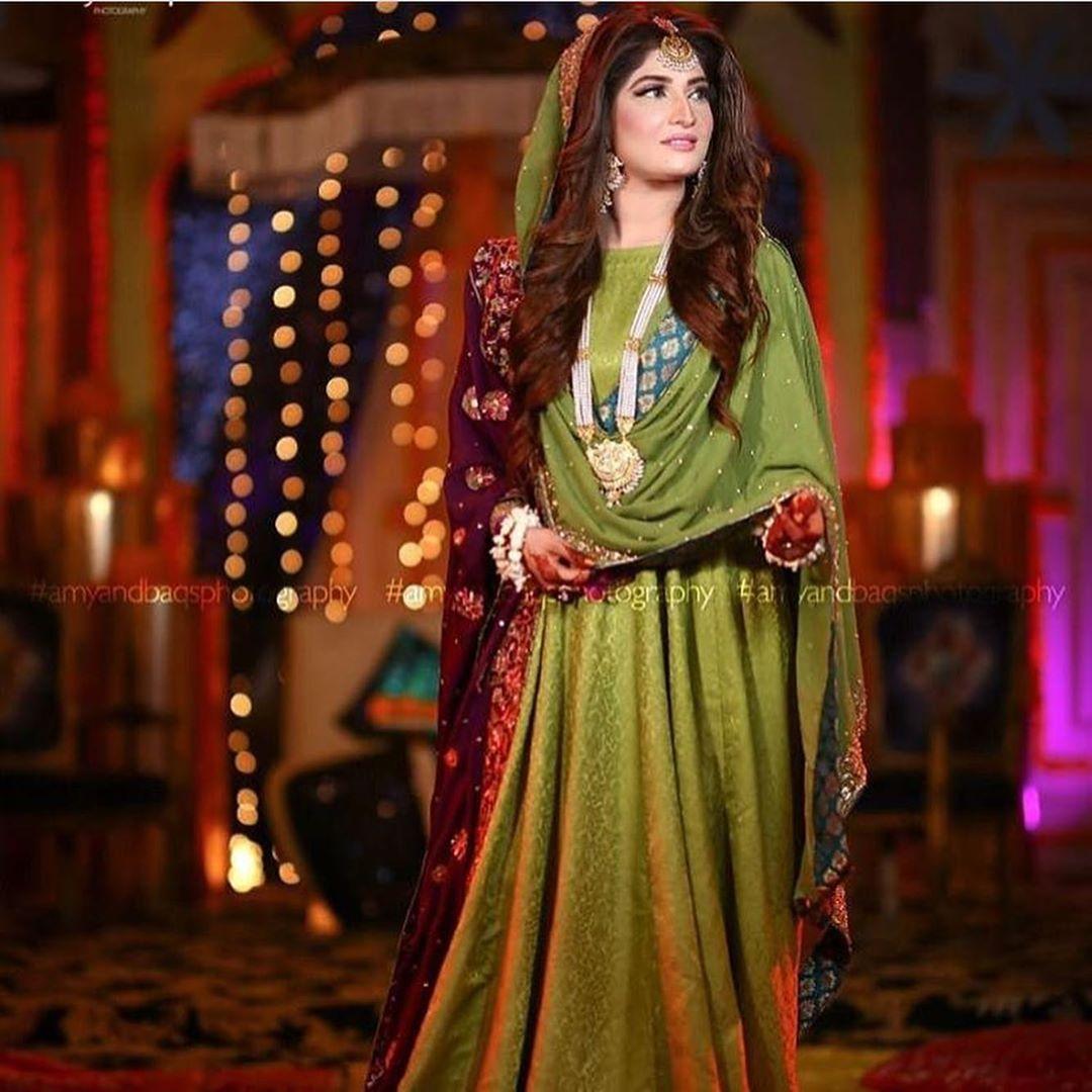 Awesome Wedding Clicks of Geo News Anchor Hifza Chaudhry