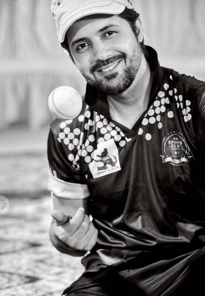 Pakistani Celebrities Playing Cricket 21