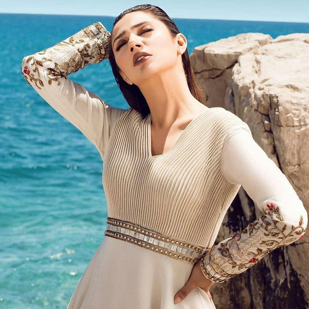 Beautiful Mahira Khan Looking Stunning in White