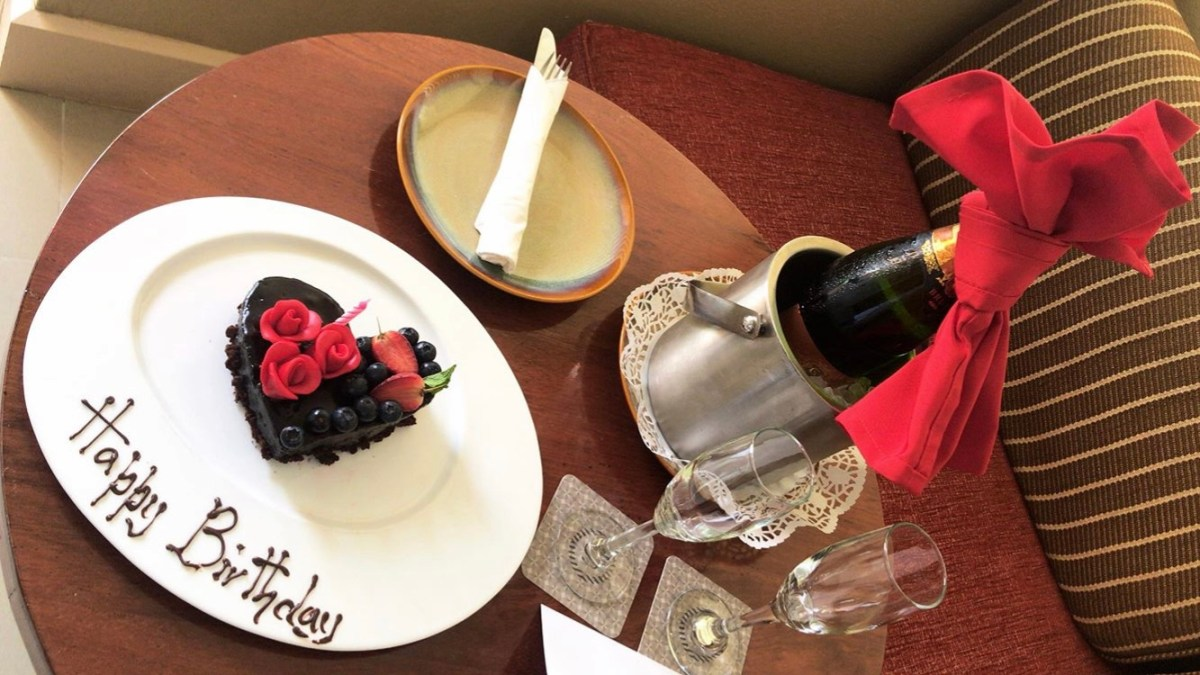 Beautiful Saniya Shamshad Celebrated Birthday with Husband in Fiji