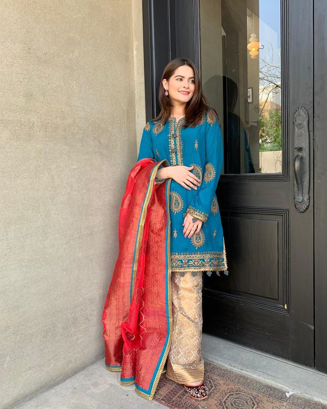 Gorgeous Minal Khan on the Set of her Upcoming Drama