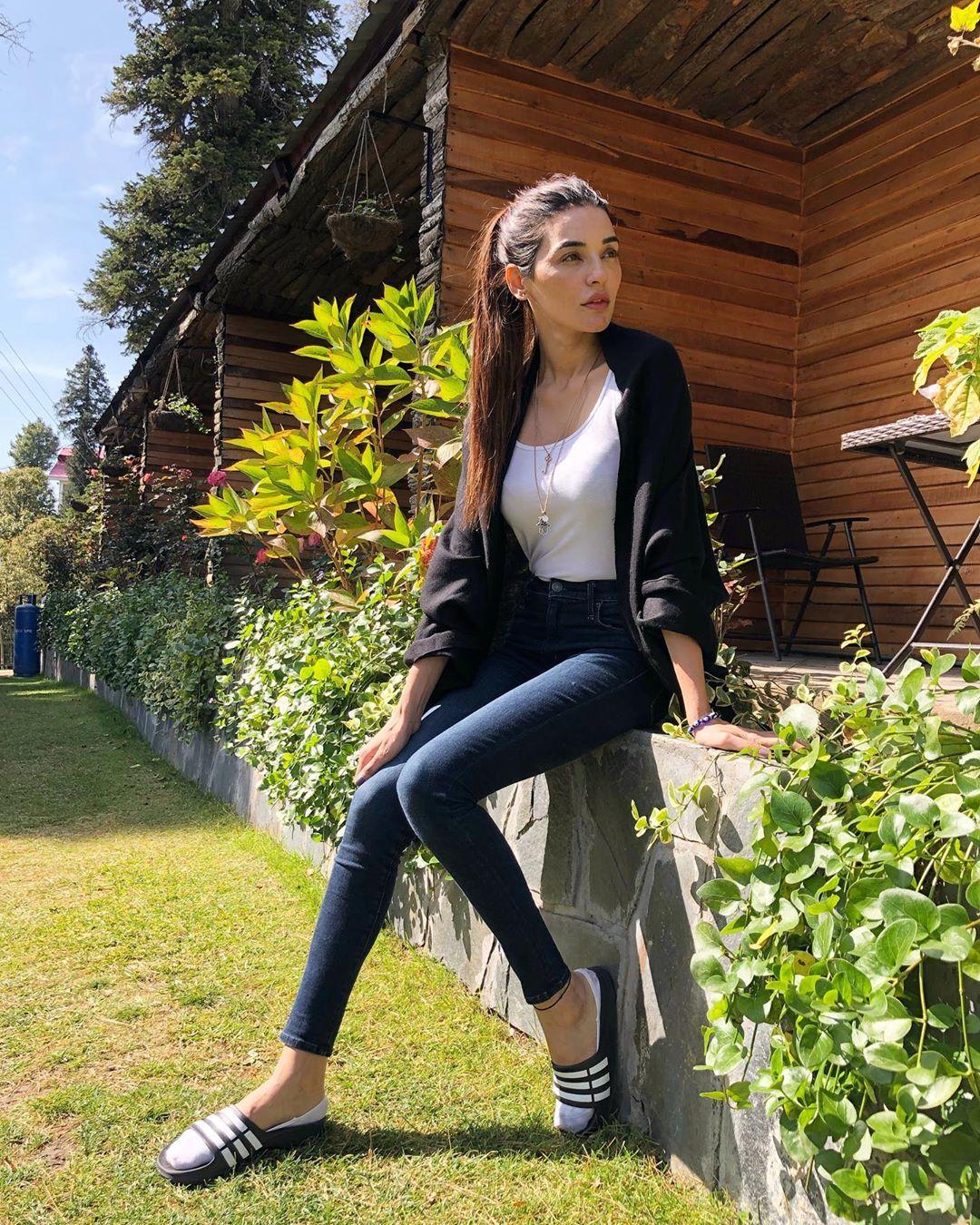 Sadia Khan New Awesome Clicks From Nathiagali