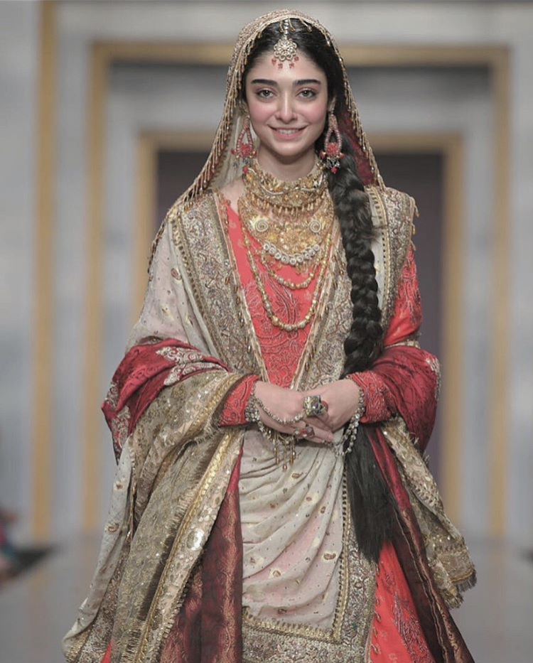 Beautiful Noor Khan Clicks from FPW 2019