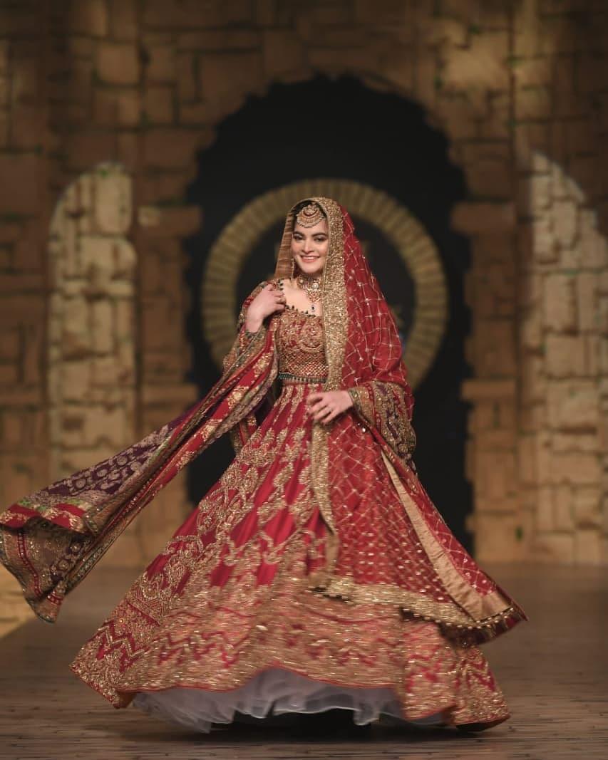 Awesome Minal Khan Walked for Aisha Imran at HBCW19