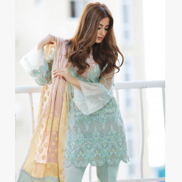 Beautiful Actress Sajal Ali New Awesome Pictures