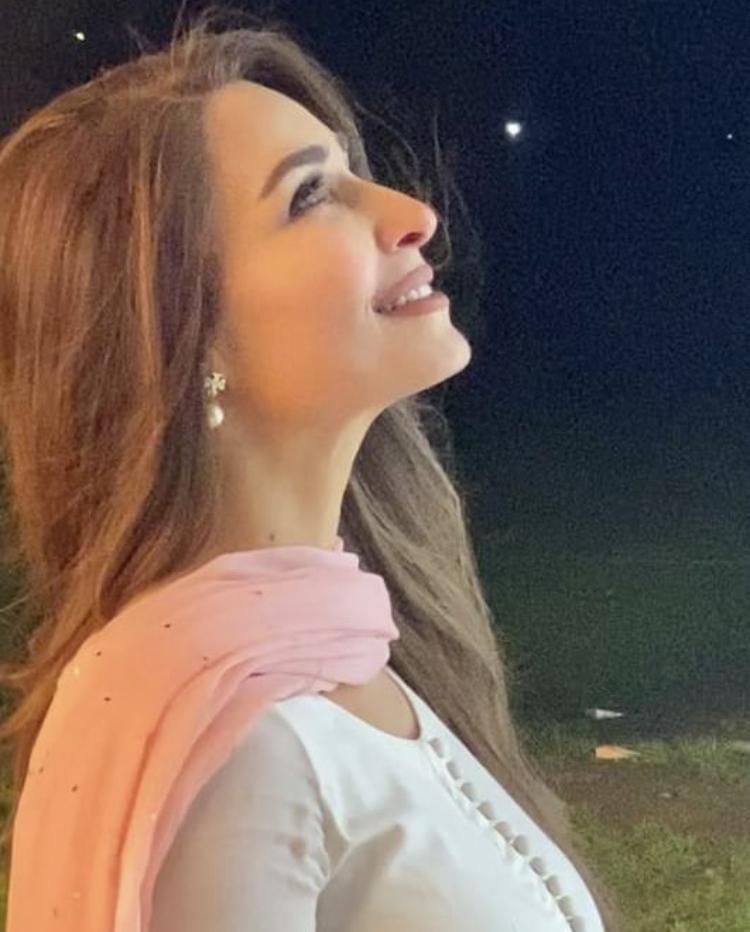 Reema Khan Featured in Sajjad Ali New Song Baarish