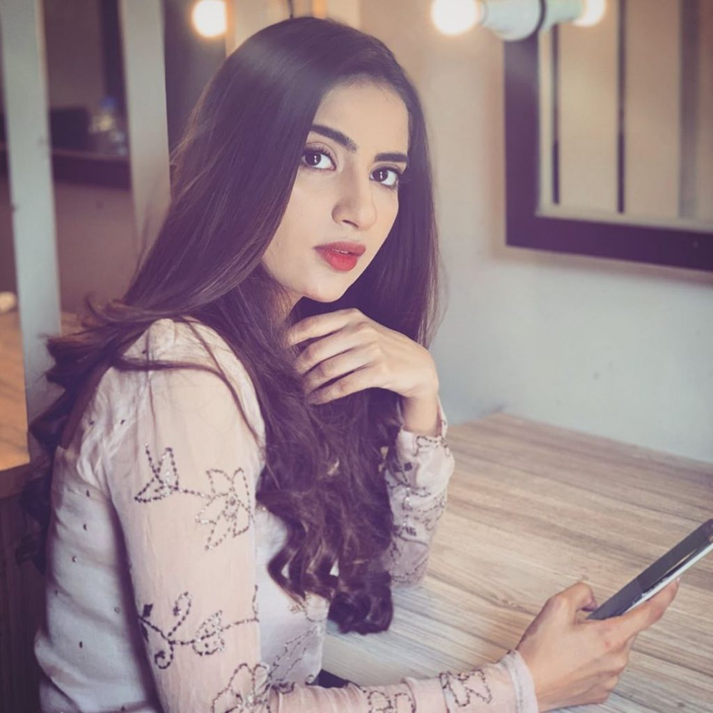 How Saboor Aly Feels On Comparison With Sajal Aly 14
