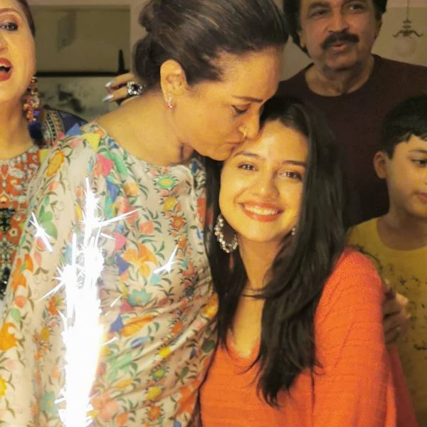 Zara Noor Abbas Awesome Time with Family [Pictures]