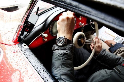 010---A-driver-wearing-his-Mille-Miglia-2016-XL-Race-Edition-by-Chopard