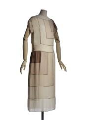 """Maison Vionnet, Modello """"L'Orage"""", 1922, abito in taffetas, lavorato a intarsio a motivo di rettangoli in progressione geometrica. Parigi, Musée des Arts décoratifs, collezione dell'Union française des arts du costume."""