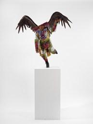 Yinka Shonibare, MBE, Food Faerie, 2011, manichino in fibra di vetro, cotone olandese stampato, pelle , piume d'oca, basamento in acciaio. Londra, courtesy Yinka Shonibare e Blain Southern Gallery
