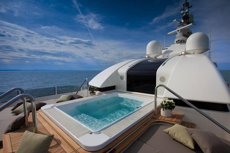 Sun-deck-spa-pool-IMG_2870