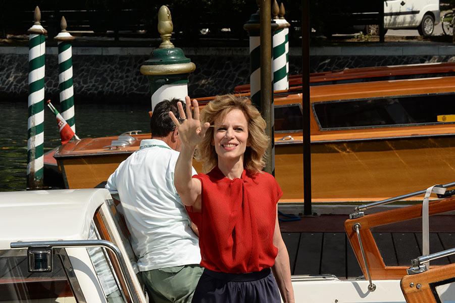 La madrina Sonia Bergamasco apre il sipario su Venezia73