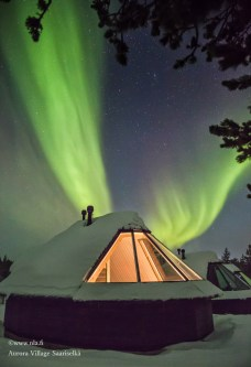 03_Northern Lights Village_aurora-cabin-outside