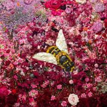 Vik Muniz, Bee, 2016, Courtesy Vik Muniz © Vik Muniz