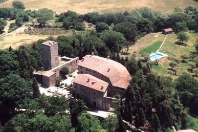Castello-di-Petroia-Veduta