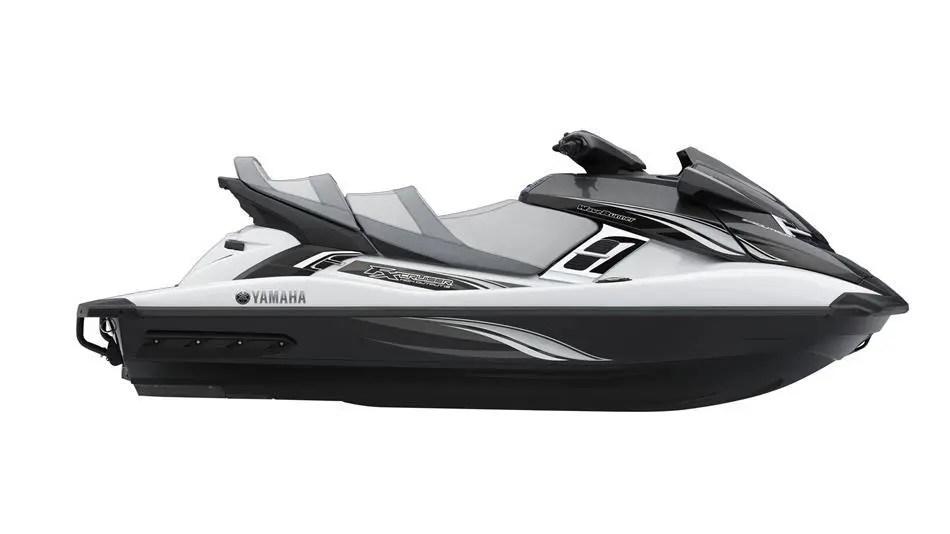 2015-Yamaha-FX-Cruiser-High-Output-EU-Pure-White-with-Carbon-Metallic-Studio-002