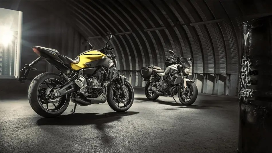 2015-Yamaha-MT-07-EU-Extreme-Yellow-AccessorizedStatic-001