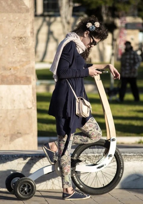 halfbike-sort-of-reinvents-the-wheel-will-awake-your-natural-instinct-to-move-video_8