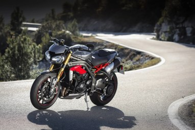 Triumph Speed Triple R, presencia en la carretera