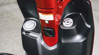 2017-Yamaha-D'elight-125-EU-Lava-Red-Detail-012