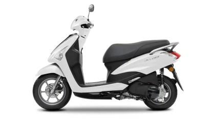 2017-Yamaha-D'elight-125-EU-Milky-White-Studio-006