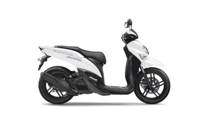 2017-Yamaha-Xenter-125-EU-Competition-White-Studio-002