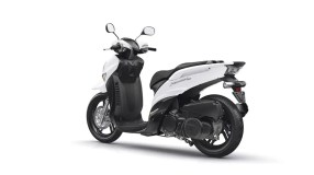 2017-Yamaha-Xenter-125-EU-Competition-White-Studio-005