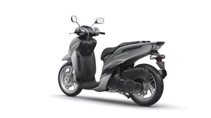 2017-Yamaha-Xenter-125-EU-Silky-Grey-Studio-005