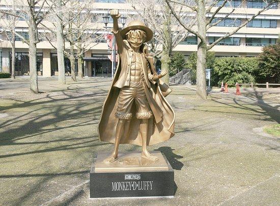 Kumamoto-statua-one-piece-luffy