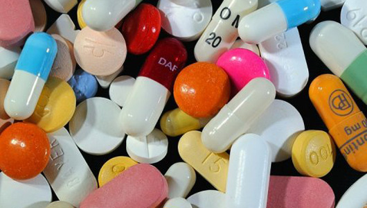 Pharmaceutical companies, particularly regional and multinational ones, argue that the worldwide rising prices of medicinal drugs, which are imported using US dollars (Photo - AFP)