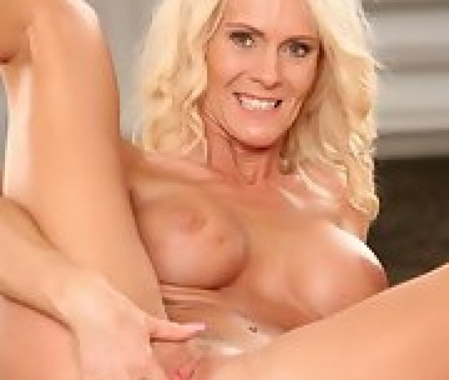 Blond Cougar Diana Hot Toying Her Older Pussy
