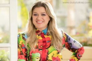 Kelly Clarkson in long hair smiling