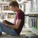 Alasan Pria Introvert Adalah Pacar Idaman