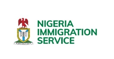 becoming an immigration officer