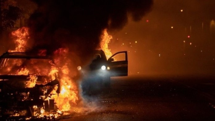 US cities order curfews amid widespread clashes4